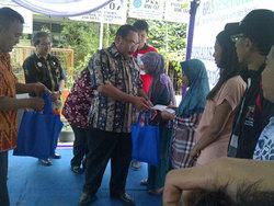 740 small kartu indonesia sehat didistribusikan di jakbar