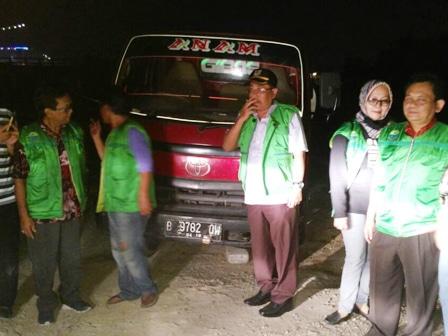 7511 medium truk pembuang limbah terjaring ott