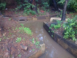 7704 small saluran air di jl di panjaitan dipenuhi sedimen
