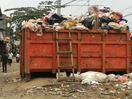 7759 medium warga keluhkan tumpukan sampah