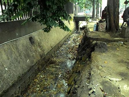 7850 medium saluran air di jl pemuda penuh sampah