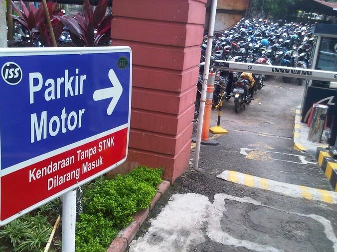 8548 medium warga keluhkan fasilitas parkir rsud pasar rebo