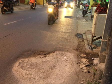 871 medium jalan condet raya penuh lubang
