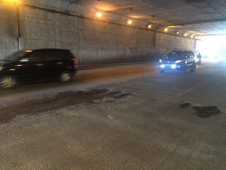 875 medium lubang di terowongan cawang bahayakan pengendara