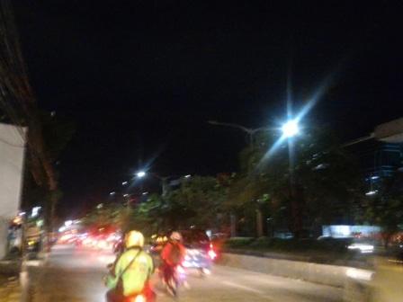 8832 medium belasan lampu pju di jl daan mogot padam