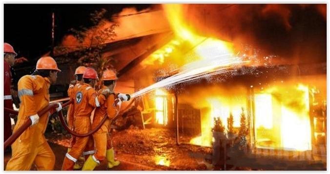 9283 medium sebuah rumah terbakar di jelambar jakbar  19 mobil damkar diterjunkan