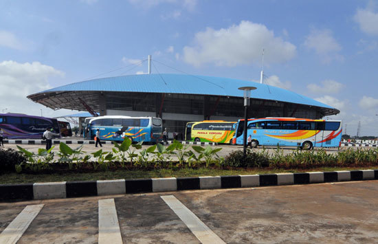 9309 medium sopir mengeluh tak ada tempat tidur  terminal pulogebang akan beli 100 matras