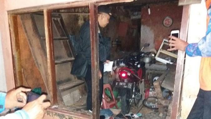 9463 medium terjadi ledakan dari sebuah rumah di tambora jakbar