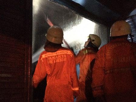 9575 medium toko ban di jl dr saharjo terbakar
