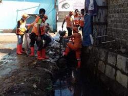 957 small ppsu krukut bersihkan lumpur di jl ketapang