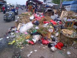 960 small sampah menumpuk di jl palad pulogadung