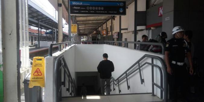 9910 medium terowongan di stasiun manggarai