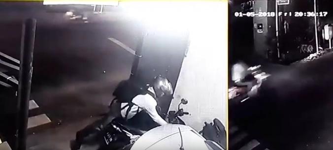 Pencuri motor di makasar  jakarta timur terekam cctv
