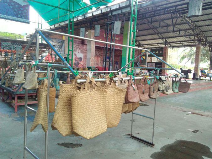 3. produksi tas kampung seni