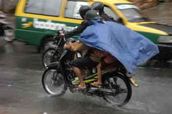 Kecelakaan tragis  selendang terlilit gir roda sepeda motor